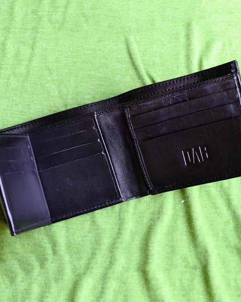 multi-fold plain wallet black