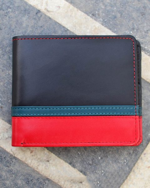 Bifold wallet with bottom double strip